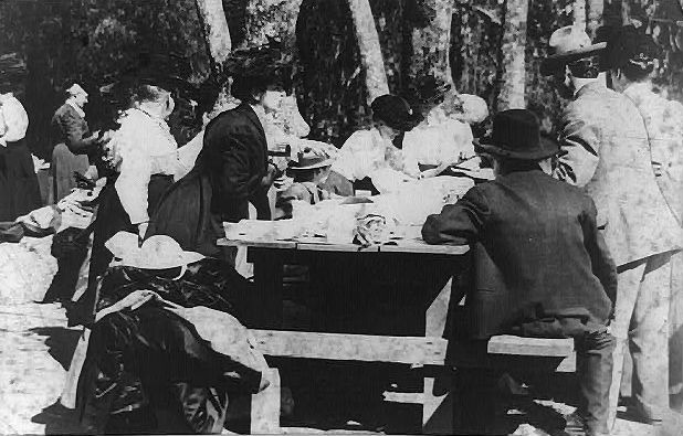 Picnic in Sycamore Grove, Los Angeles, CA in 1910, Photo: Library of Congress